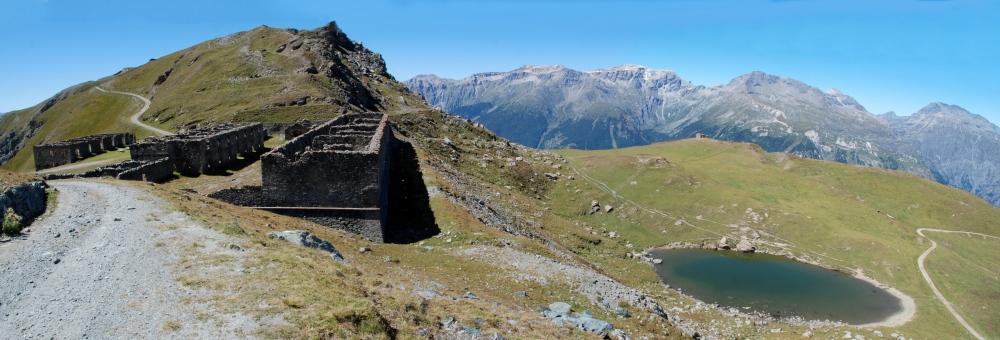 La Caserma e il Lago Grande del Gran Seren