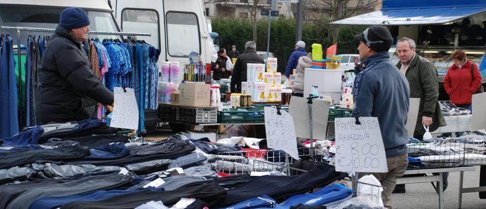 Il mercato a Villar Perosa