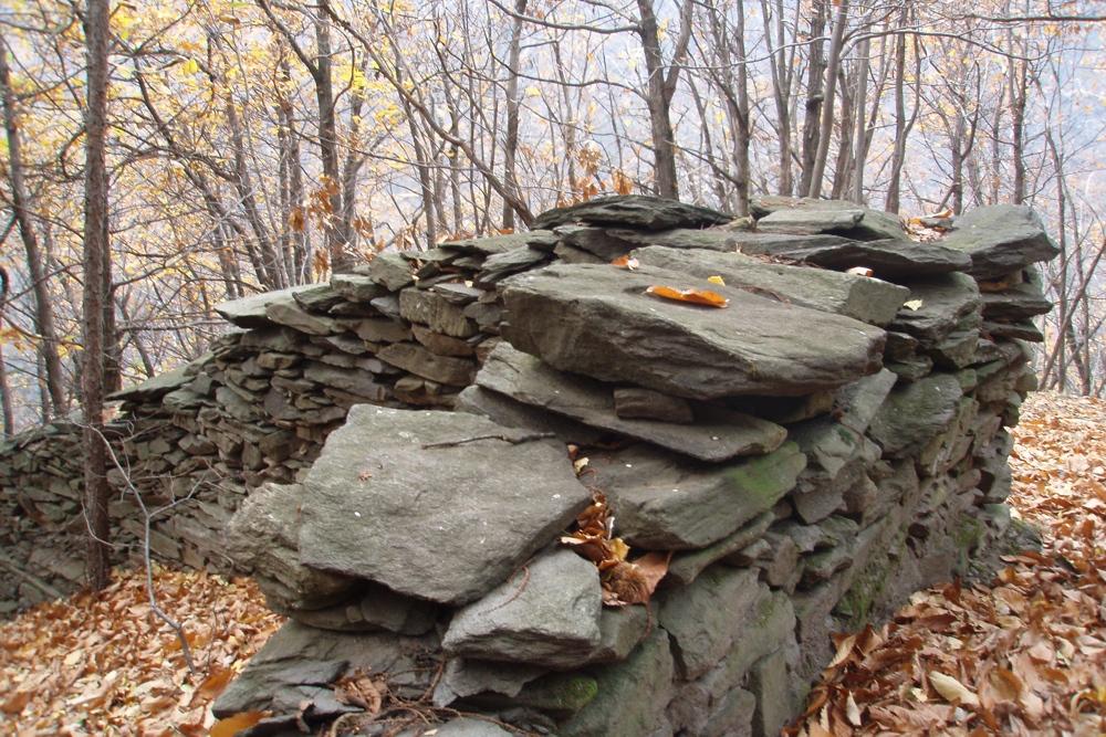 Un angolo retto di pietre